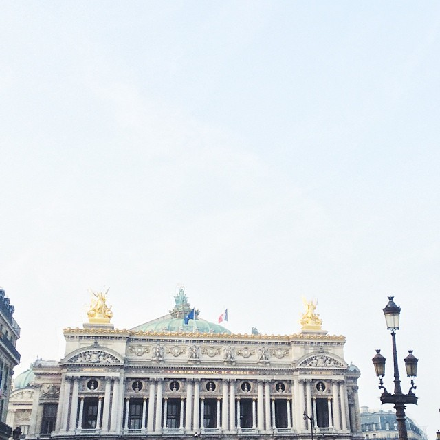 Sun is coming ☀️ #opera #paris #sunnyparis #happyfriday