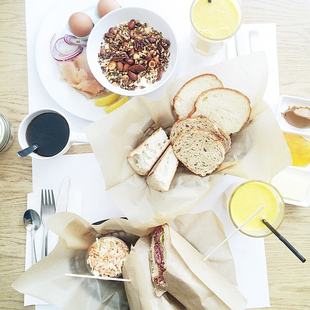 Sunday brunch w/ @amstramglam_ ?? #brunch #breakfast #paperboy #paris #bonneadresse